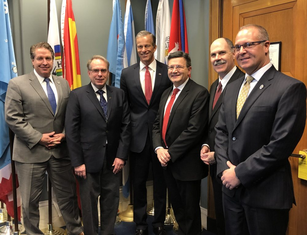 CAPA meets with Senator John Thune to discuss aviation issues